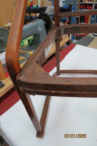 Chaise Hoffmann - 8. Boucher les trous dans la boiserie avec une pâte 2