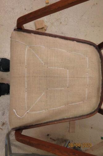 Chaise Hoffmann - 15. Pose de la toile d'embourrure, point de fond et rabattage de la toile 2
