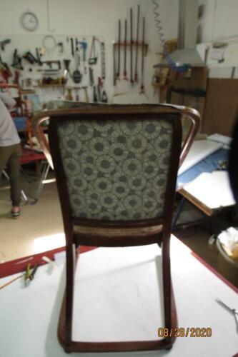 Chaise Hoffmann - 16. Pose du tissu de finition sur l'extérieur de dos